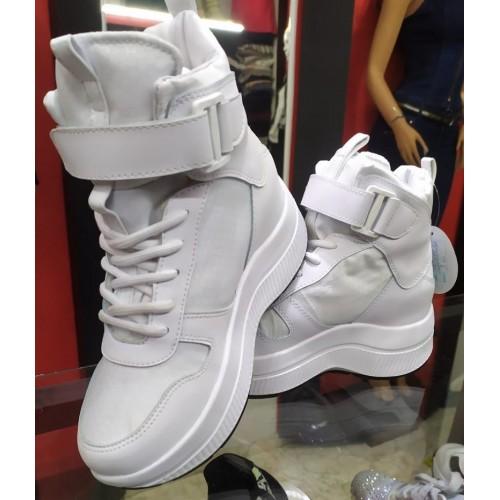 Zapato botin en blanco con...